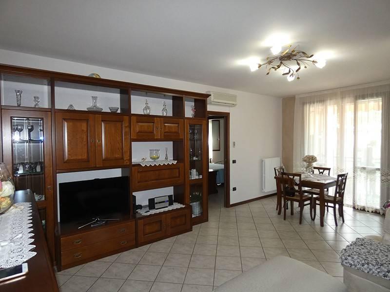 Appartamento in buone condizioni arredato in vendita Rif. 7365240