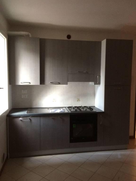 Appartamento in ottime condizioni arredato in affitto Rif. 7362212