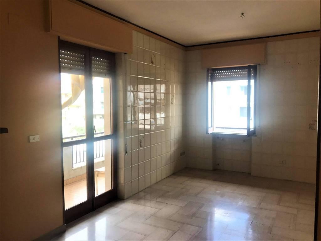Appartamento in buone condizioni in affitto Rif. 7364510