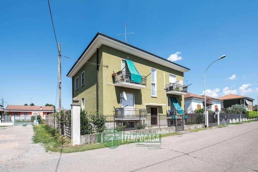Appartamento in buone condizioni in vendita Rif. 7362252