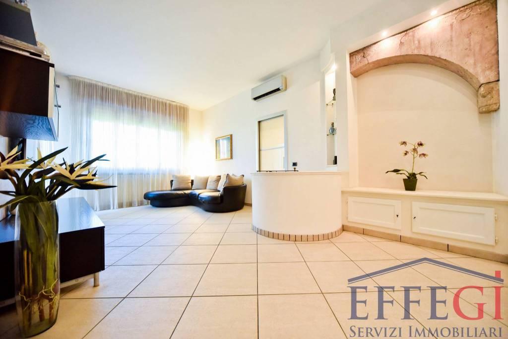 Appartamento in ottime condizioni in vendita Rif. 7362731