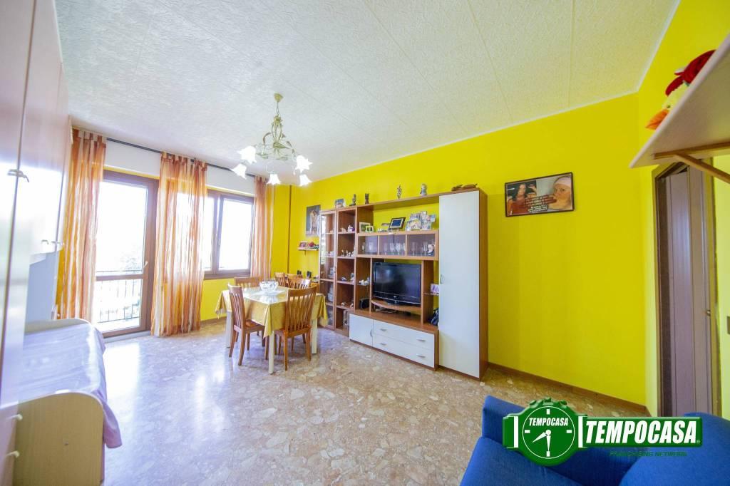 Appartamento in buone condizioni in vendita Rif. 7361772