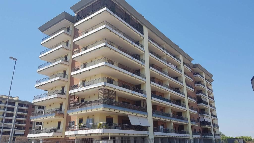 Appartamento in buone condizioni parzialmente arredato in affitto Rif. 7365577