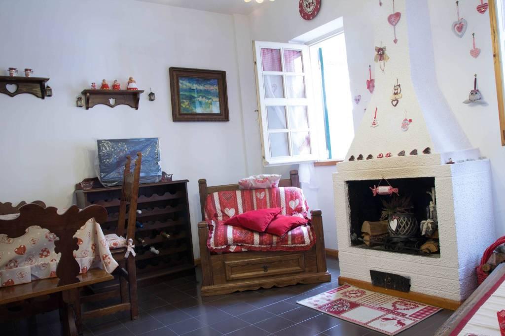 Appartamento in buone condizioni arredato in vendita Rif. 8776458