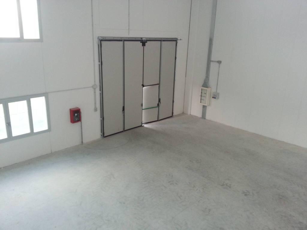 Capannone 400 mq con appartamento 80 mq