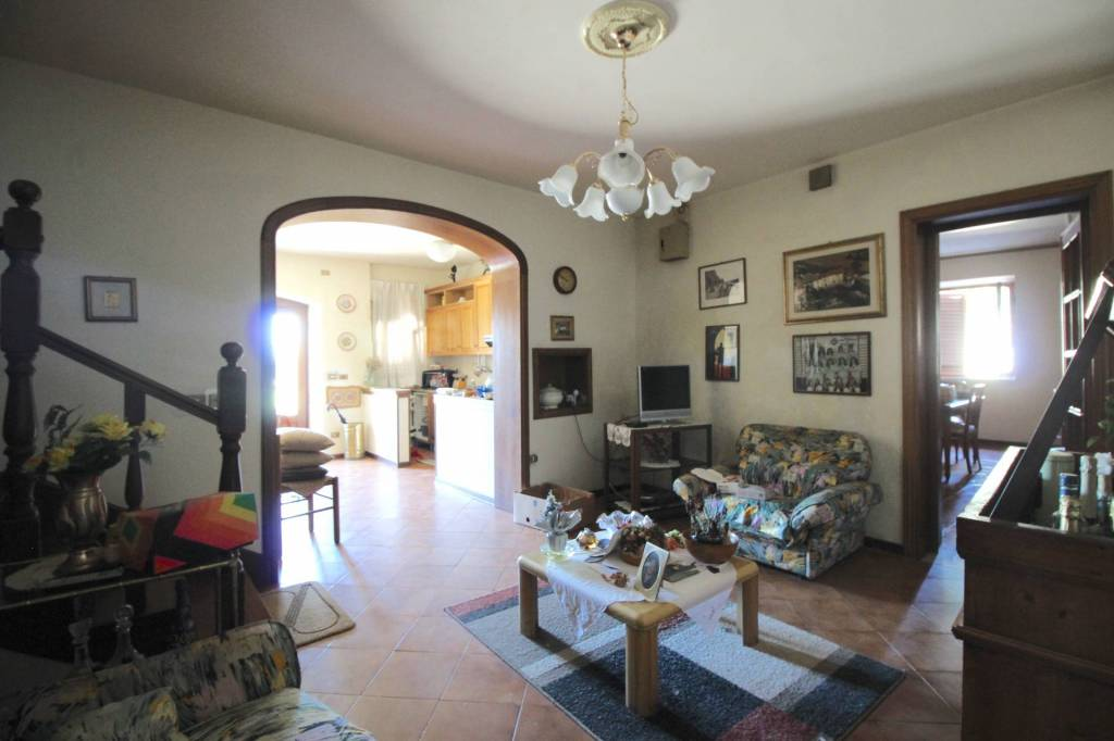 Casa Indipendente in buone condizioni parzialmente arredato in vendita Rif. 7360172