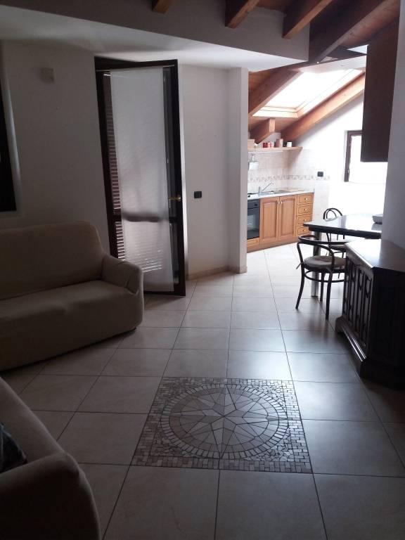 Appartamento in buone condizioni arredato in affitto Rif. 7362151