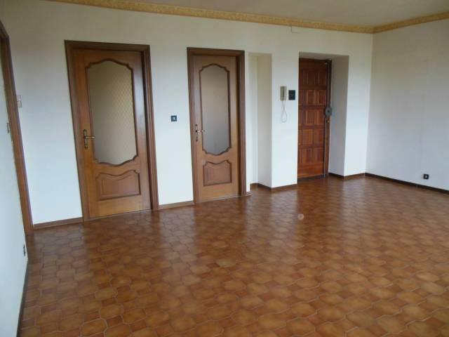 Appartamento in buone condizioni in affitto Rif. 4252796