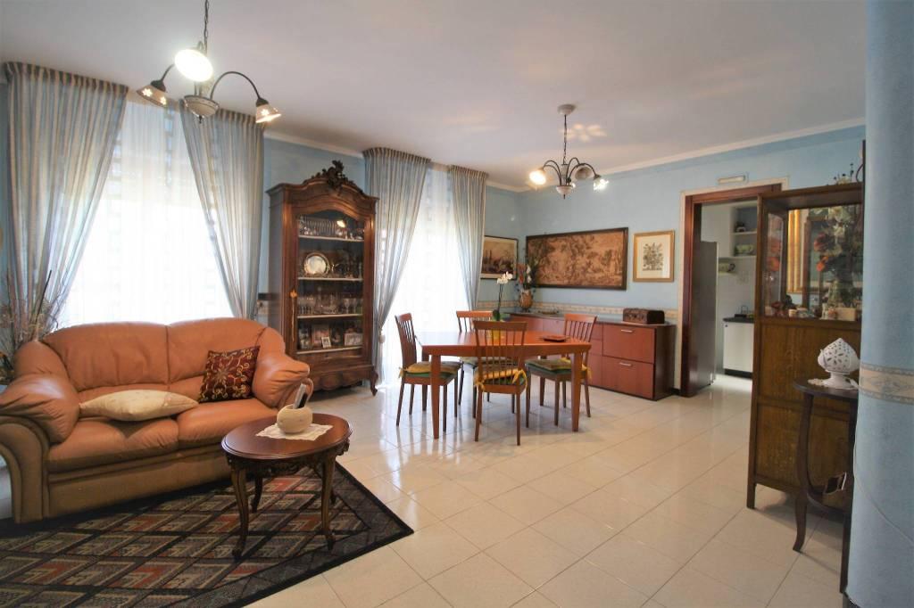 Appartamento in buone condizioni in vendita Rif. 7362039