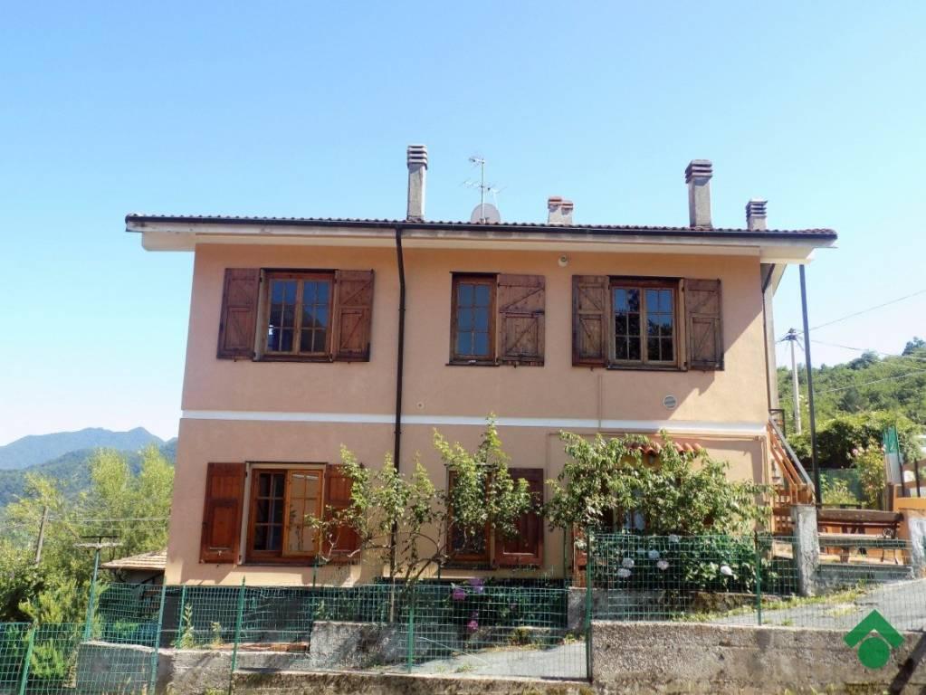 Appartamento in buone condizioni in vendita Rif. 9179626