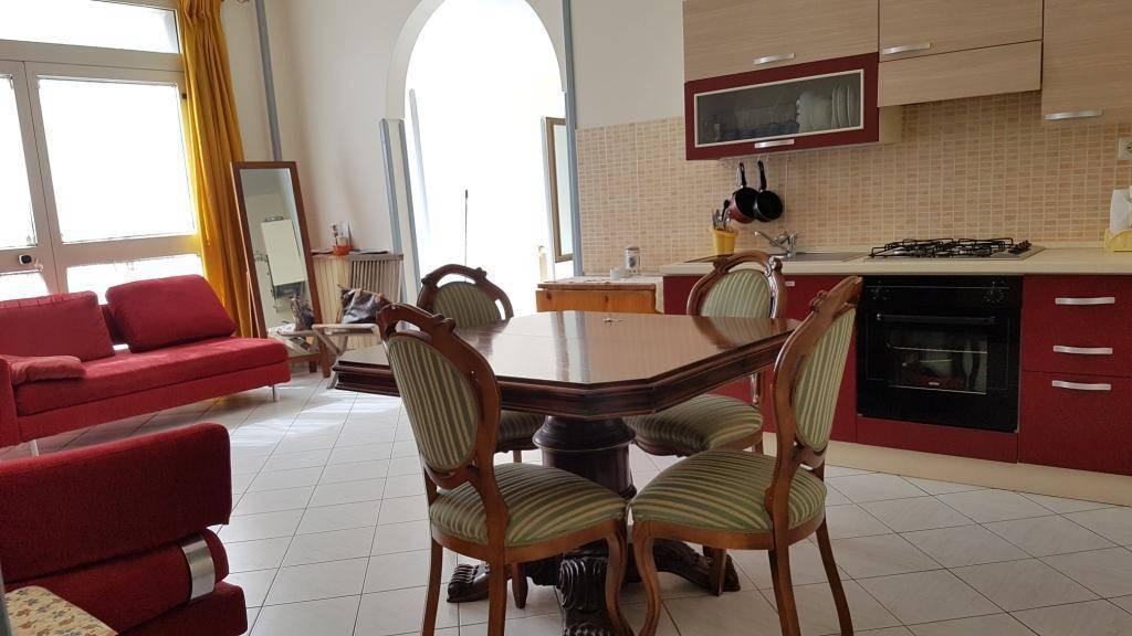 Appartamento in buone condizioni in vendita Rif. 7375059