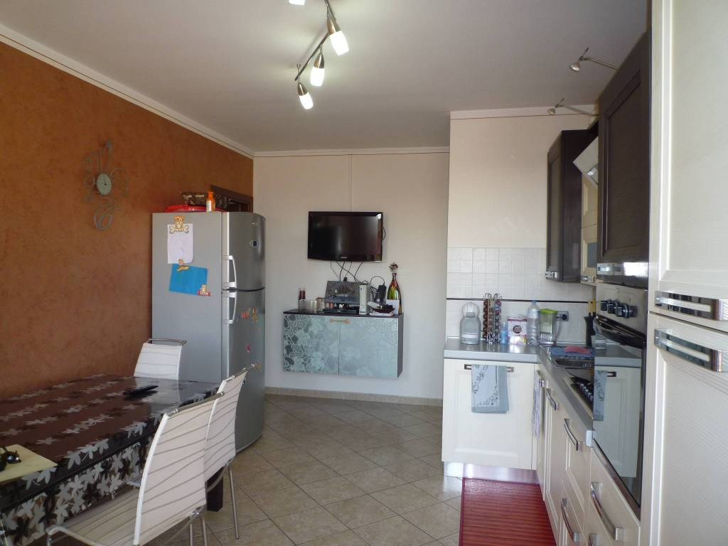 Appartamento in ottime condizioni in vendita Rif. 7375726