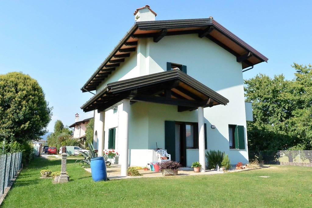Villa in vendita a Premariacco, 5 locali, prezzo € 239.000   CambioCasa.it