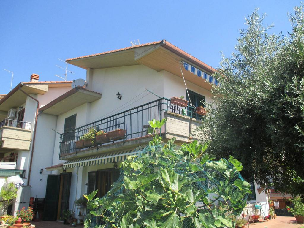 Villetta a schiera in ottime condizioni in vendita Rif. 7376581