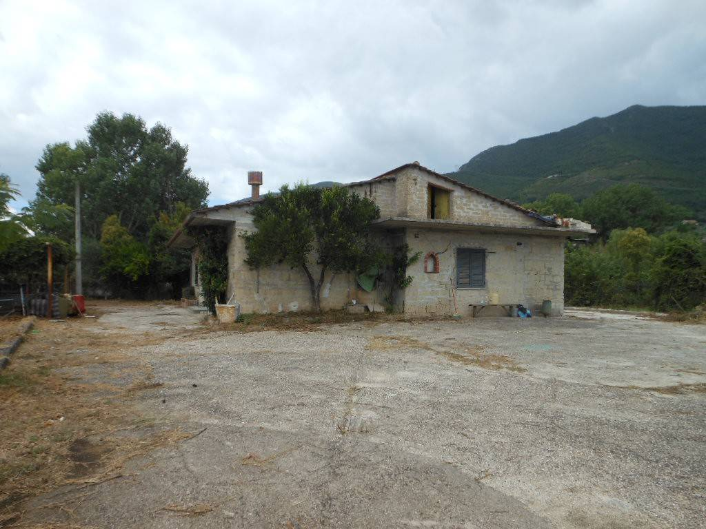 Soluzione Indipendente in vendita a Presenzano, 6 locali, prezzo € 60.000 | CambioCasa.it