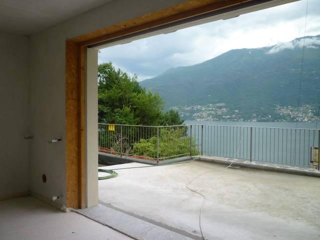 Appartamento trilocale in vendita a Dorio (LC)