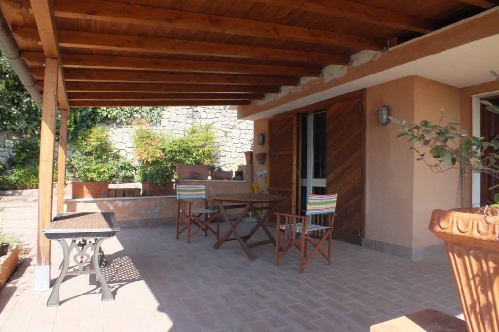 Villa in buone condizioni in vendita Rif. 7373288