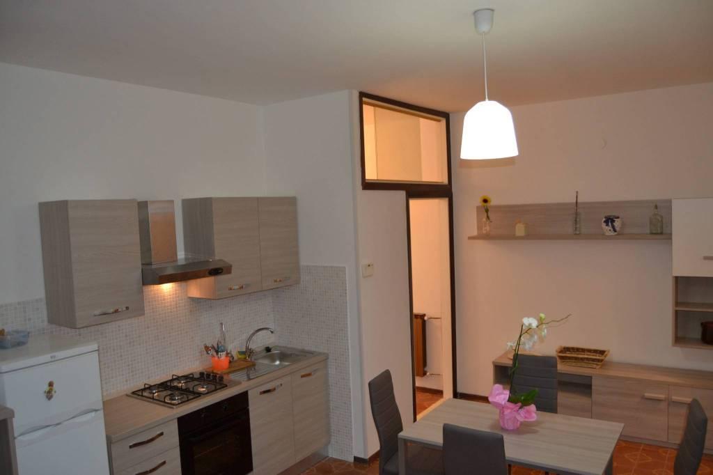 Appartamento in buone condizioni arredato in vendita Rif. 9210984