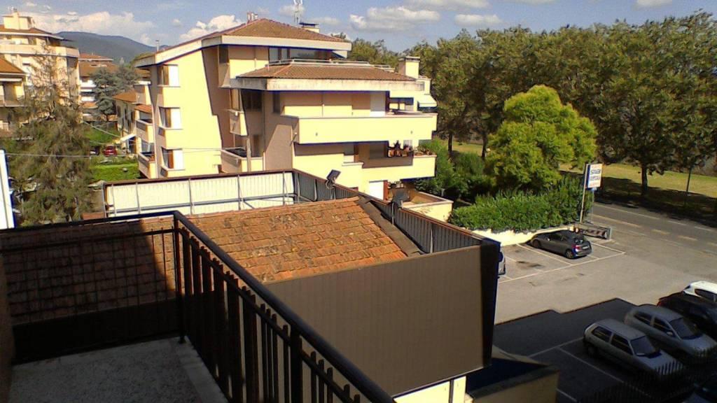 Appartamento in buone condizioni arredato in affitto Rif. 7379363