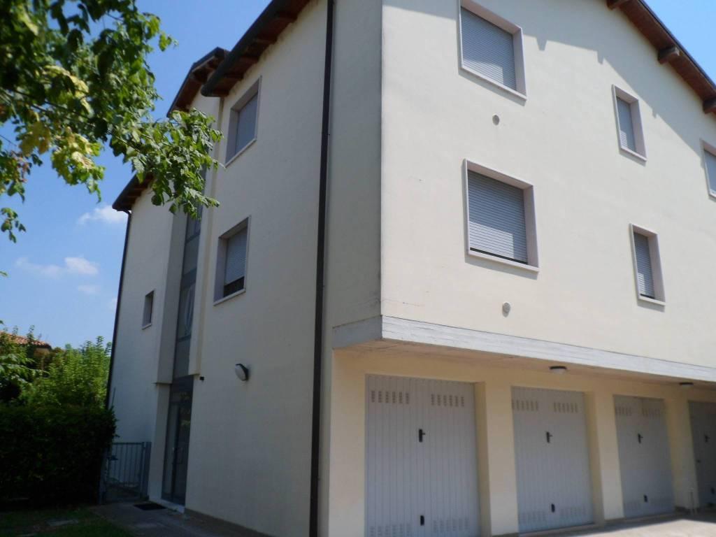 Appartamento in ottime condizioni in vendita Rif. 7377489
