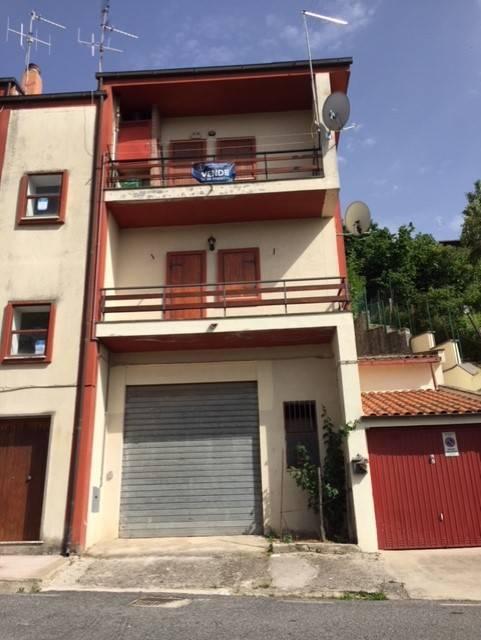 Appartamento in buone condizioni parzialmente arredato in vendita Rif. 6551063