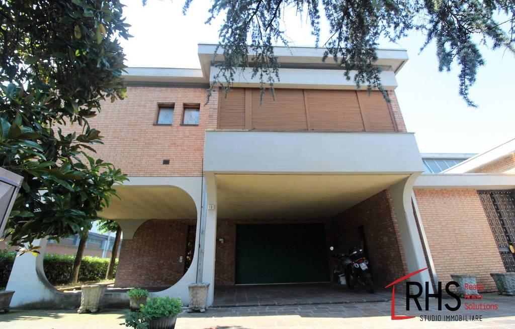 Appartamento in buone condizioni parzialmente arredato in vendita Rif. 7379327