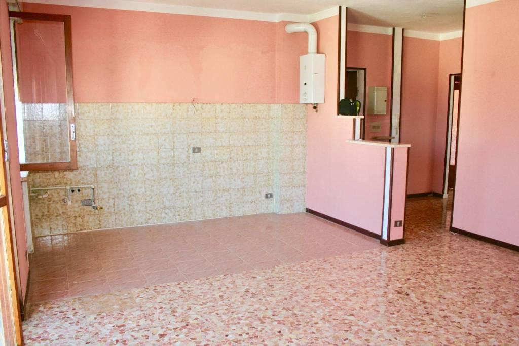 Appartamento in buone condizioni in vendita Rif. 7373269
