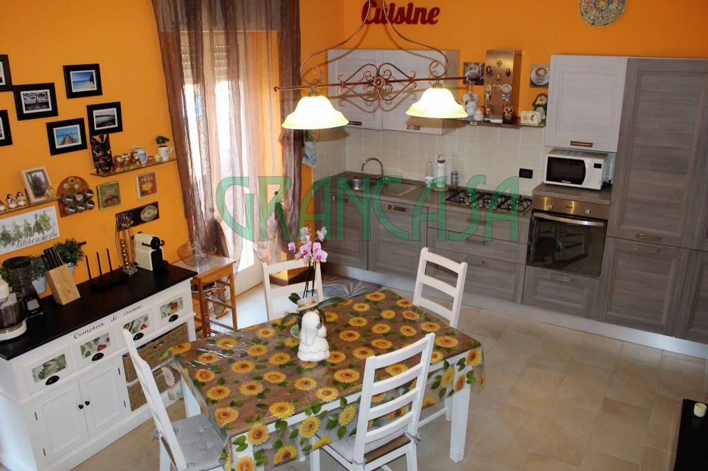 Appartamento in ottime condizioni in vendita Rif. 7373531