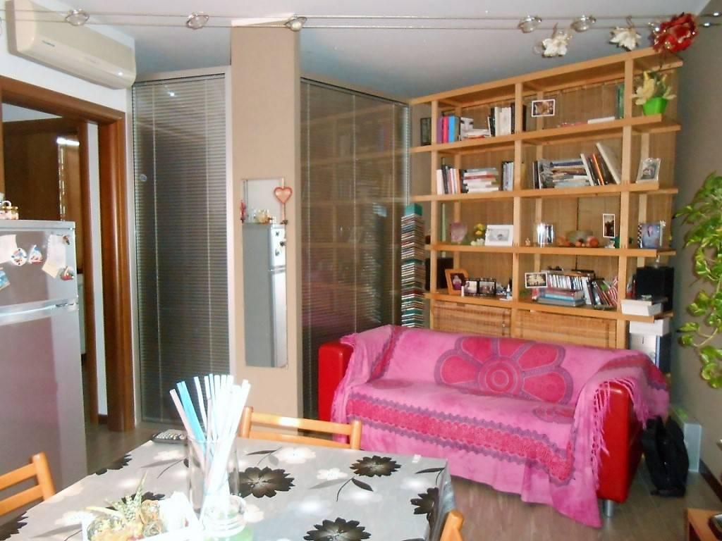 Appartamento in ottime condizioni arredato in affitto Rif. 7373524