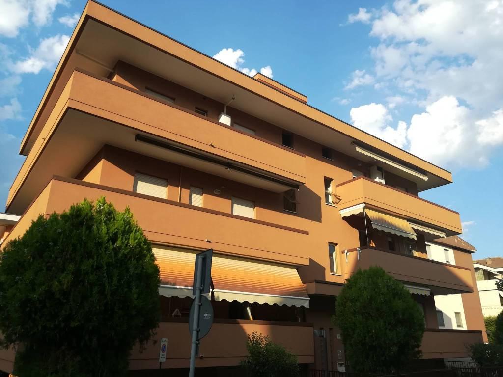 Appartamento in buone condizioni arredato in vendita Rif. 9210983