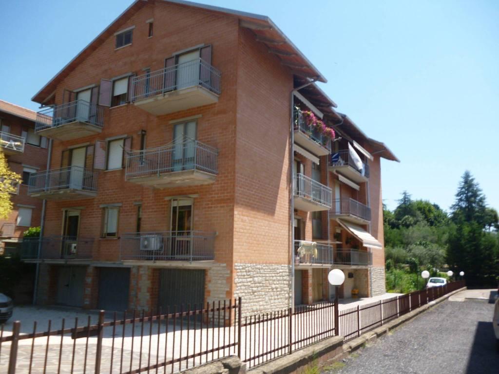 Appartamento in Vendita a Passignano Sul Trasimeno Centro: 4 locali, 131 mq