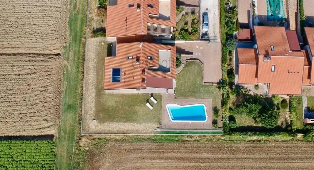 Villa in Vendita a Cesenatico Centro: 5 locali, 300 mq