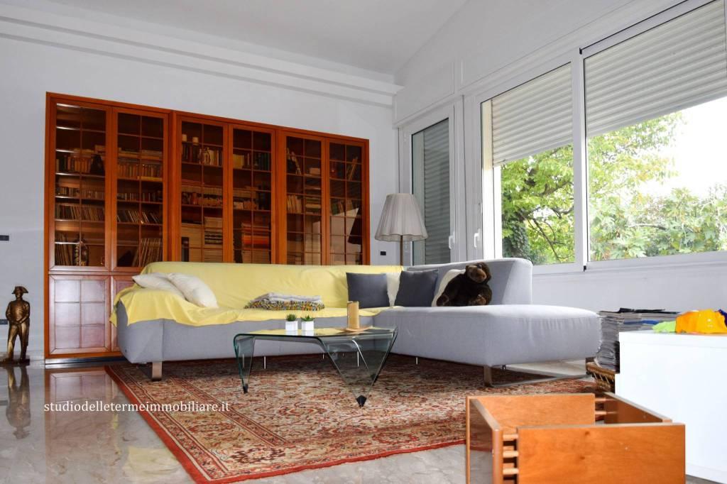 Bellissimo appartamento indipendente con terrazzo e giardino