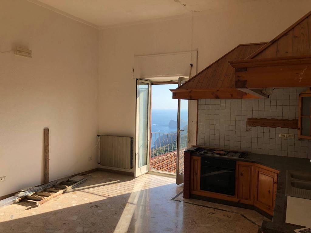 Appartamento in buone condizioni in vendita Rif. 5301436