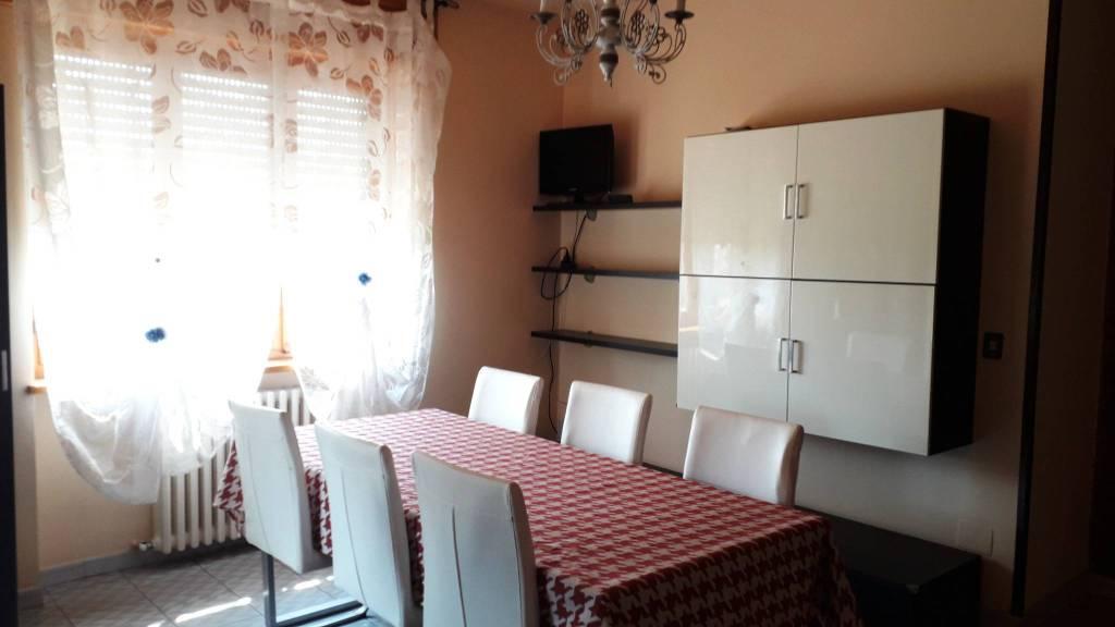 Appartamento in affitto a Santhià, 4 locali, prezzo € 400 | CambioCasa.it