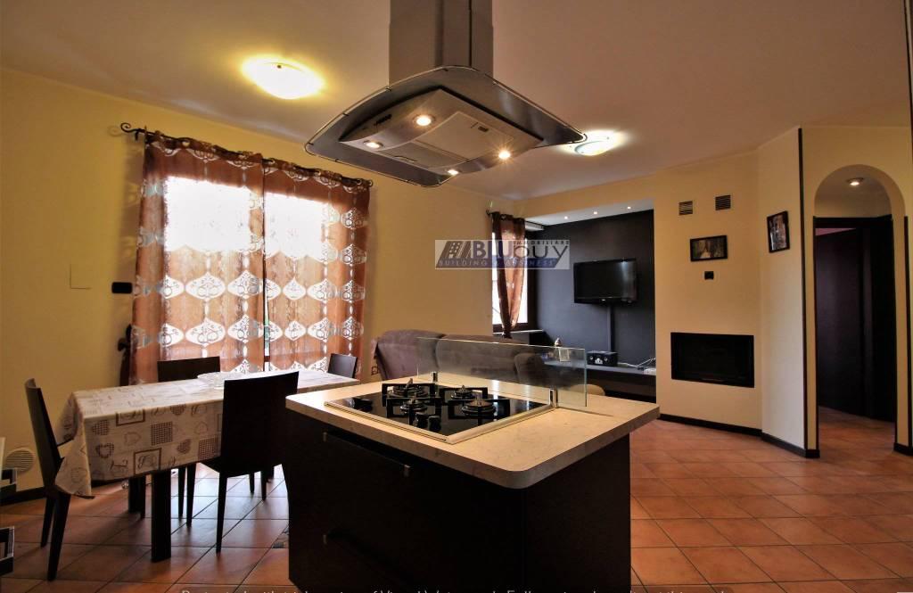 Appartamento in ottime condizioni in vendita Rif. 7392616