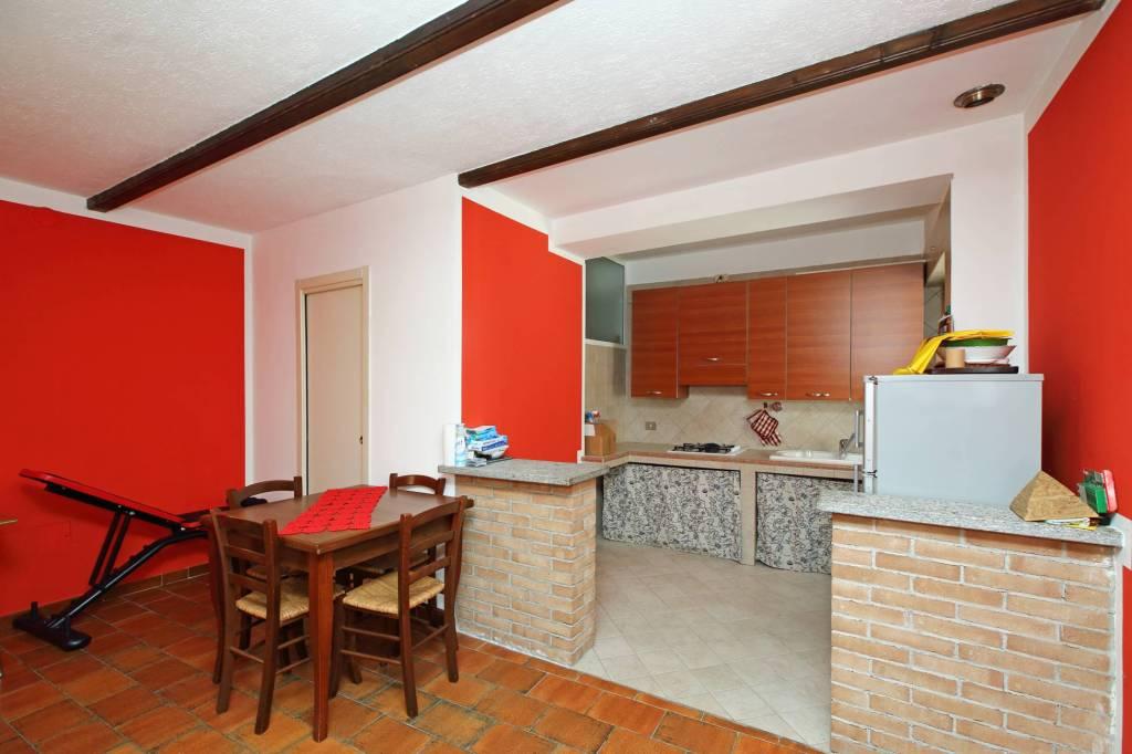 Appartamento in buone condizioni parzialmente arredato in vendita Rif. 7401016
