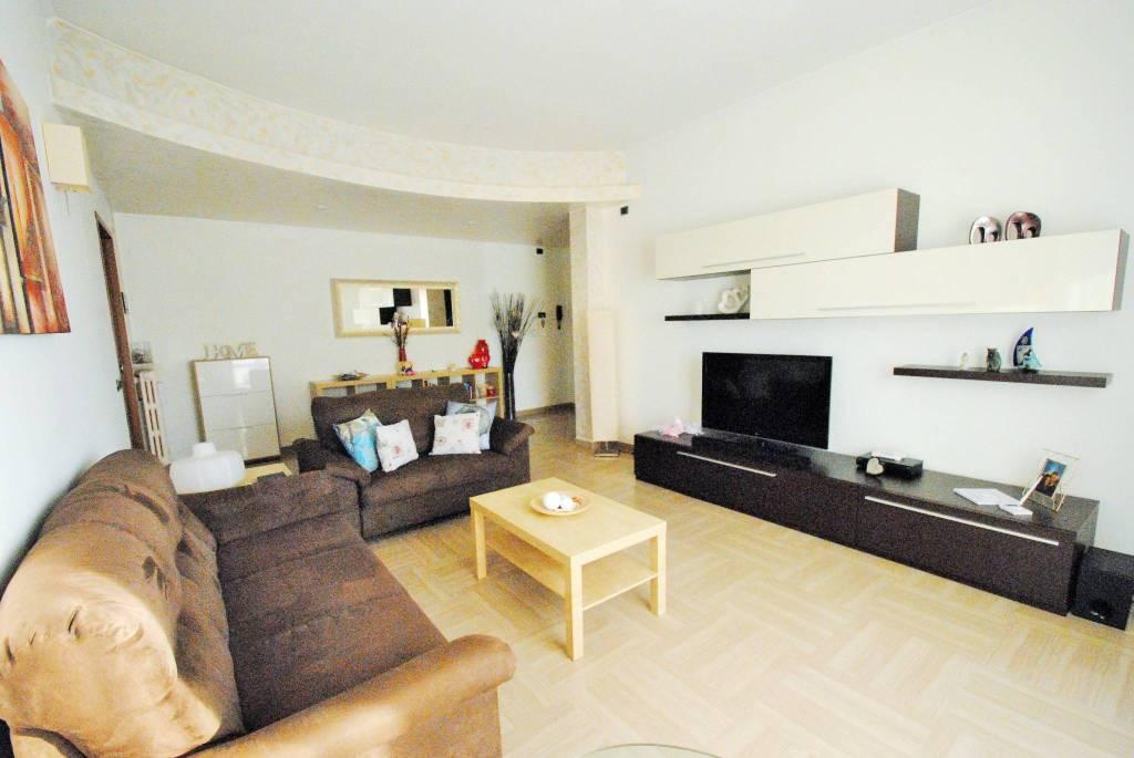 Appartamento in buone condizioni arredato in vendita Rif. 7403147