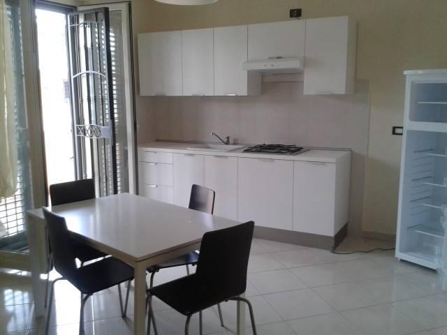 Appartamento in buone condizioni arredato in affitto Rif. 7402712