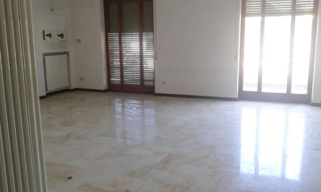 Appartamento in buone condizioni in affitto Rif. 7402713