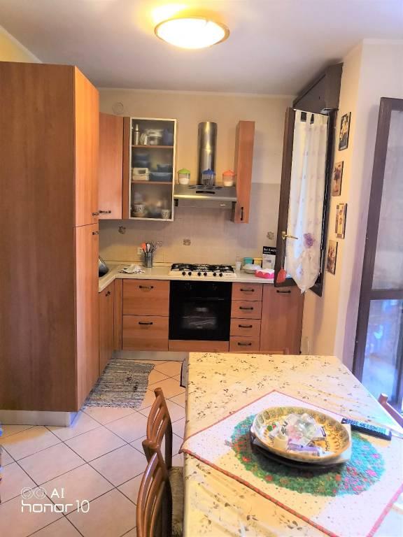 Appartamento in buone condizioni arredato in vendita Rif. 7402548