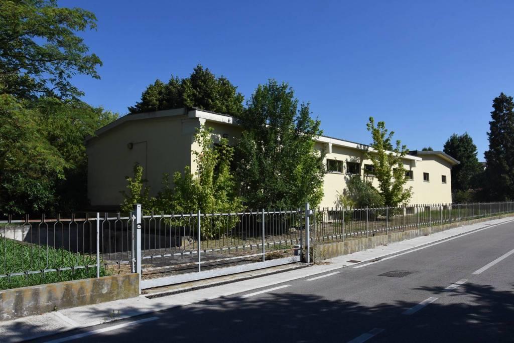 Magazzino in vendita a Curtatone, 6 locali, prezzo € 115.014   CambioCasa.it