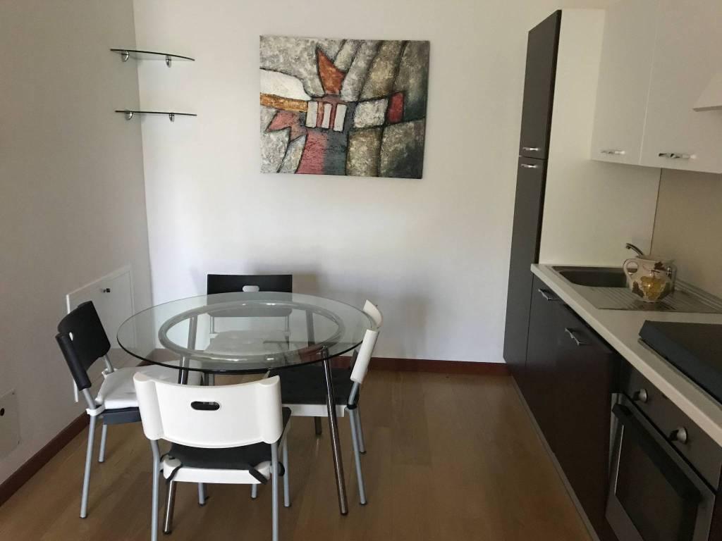 Appartamento in ottime condizioni arredato in affitto Rif. 7401489
