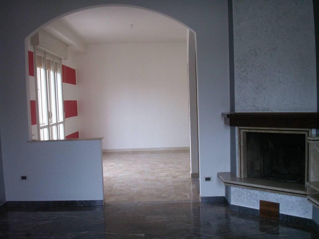 Appartamento in ottime condizioni in affitto Rif. 7401045