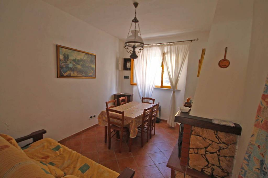 Appartamento parzialmente arredato in vendita Rif. 8442579