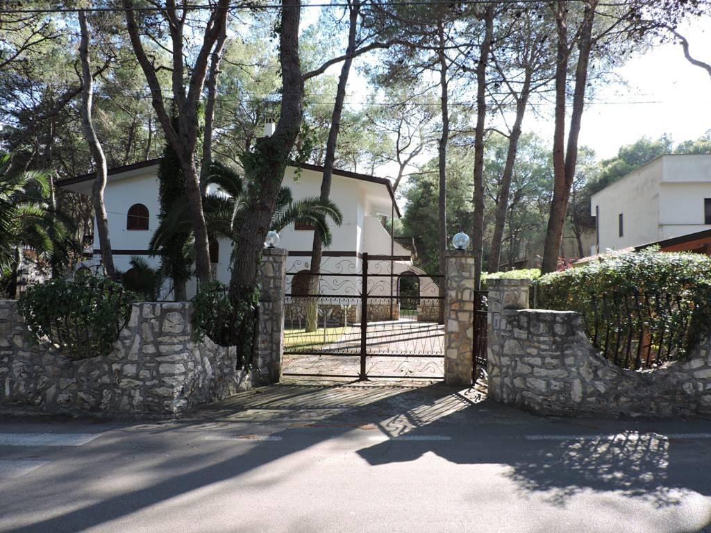 Villa con 3 camere da letto e ampio giardino esterno