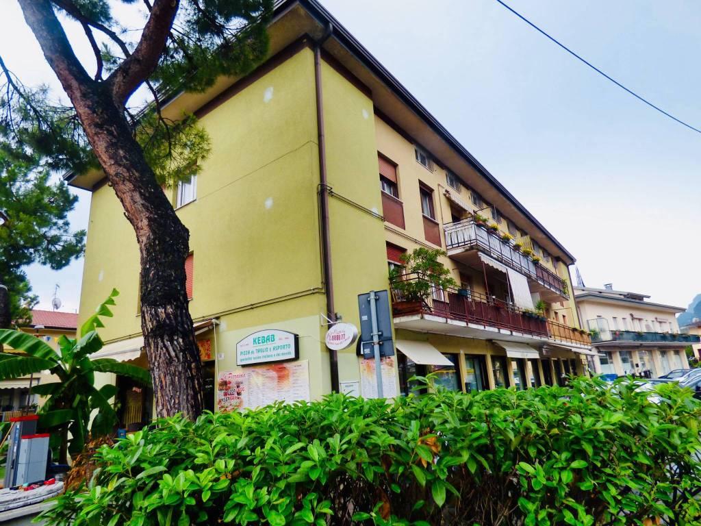 Appartamento in buone condizioni parzialmente arredato in vendita Rif. 7401234