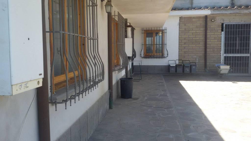 Appartamento in buone condizioni arredato in affitto Rif. 9198280