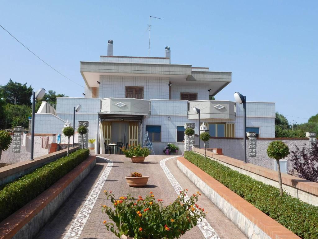 Villa in buone condizioni in vendita Rif. 7400792
