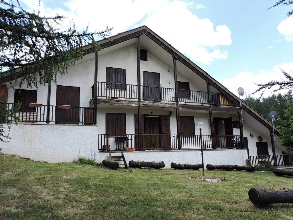 Appartamento in buone condizioni arredato in vendita Rif. 7400211